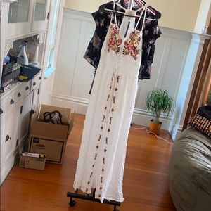 *NWT* White embroidered maxi dress size M